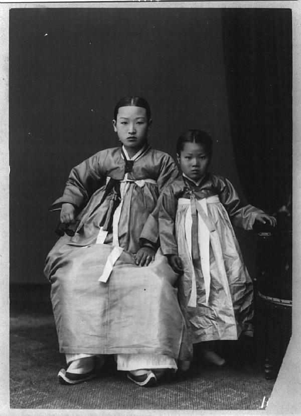 Portrait d'une mère coréenne et de sa fille entre 1910 et 1920